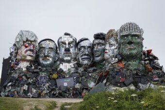 Escultura construída com REEE